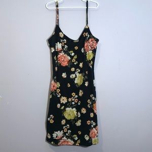 2 for 20‼️ Garage tight floral mini dress